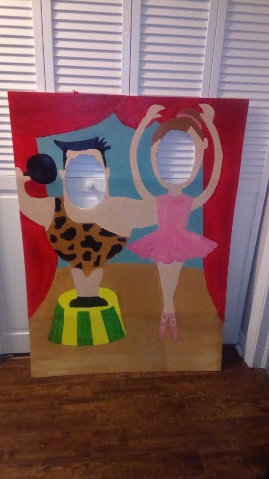 Superhero party ideas - How to make a photo prop | Feeling Nifty