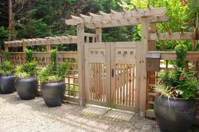 Wonderful Wooden Fence Ideas For Your Outdoor Decor on Backyard Wooden Fence Decorating Ideas id=18388