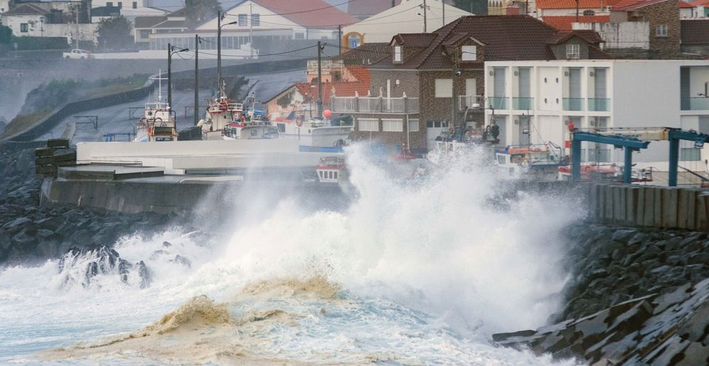 """Marine unrest caused by hurricane """"Lorenzo"""" in Angra do Heroísmo, Terceira, Azores, 2 October 2019. Photo: ANTÓNIO ARAÚJO/LUSA"""