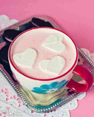 Strawberry-Hot-Chocolate-and-Whipped-Cream-Hearts