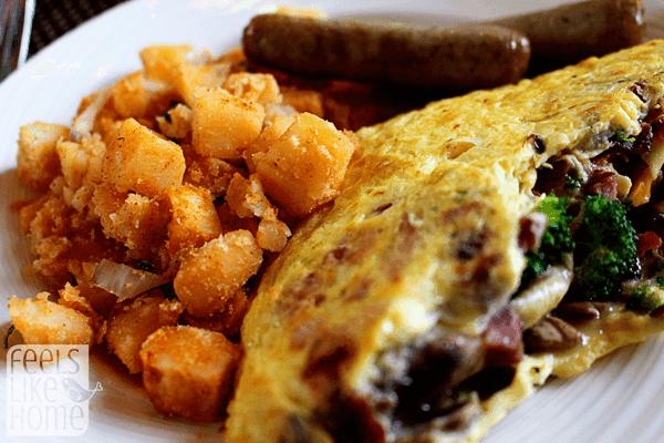 Hershey Circular Dining Room Breakfast
