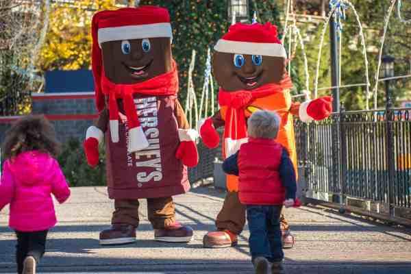 hersheypark-christmas-candylane-characters