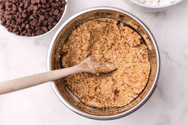 graham cracker & cookie mixture