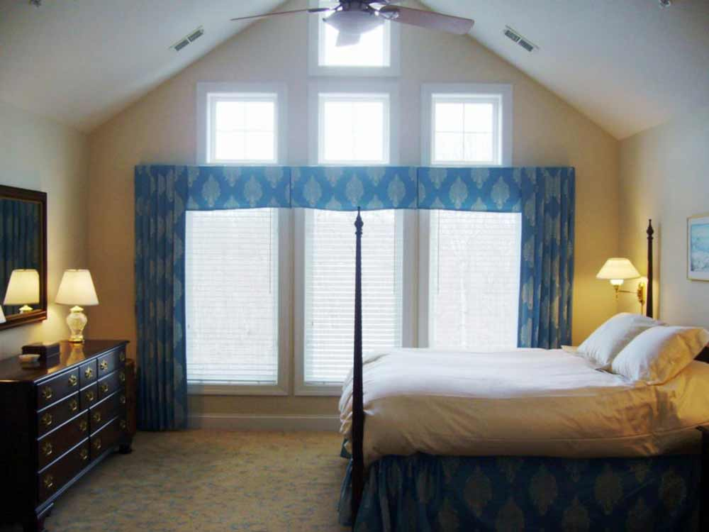 Bedroom Curtains and Drapes Selections on Master Bedroom Curtains  id=24256