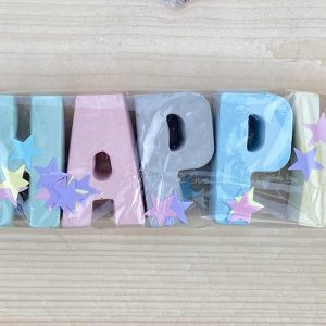 stoepkrijt letters happy