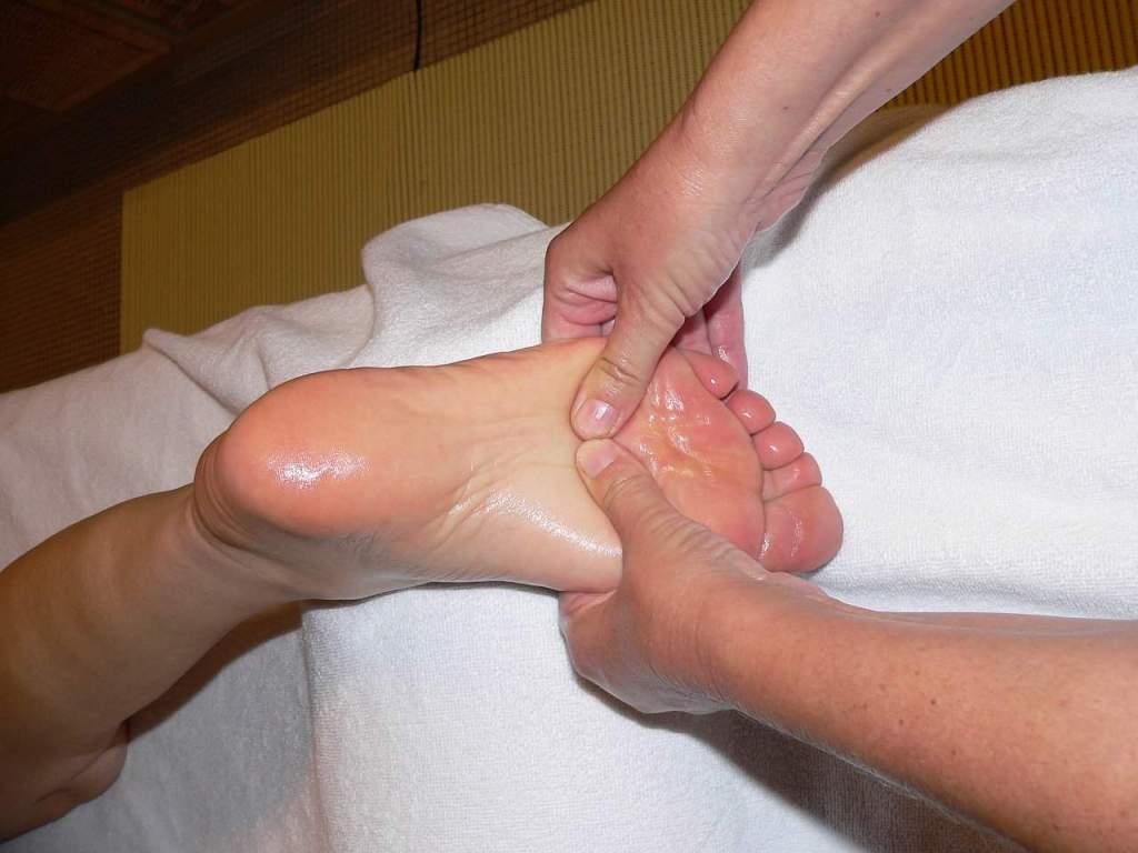 pregnant foot massage