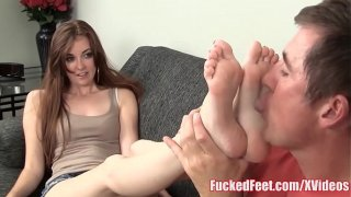 Feet God Gets Her Foto Sniffed And Sucked Together With Her Hot Snatch