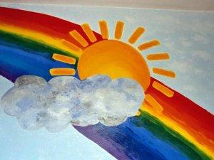 Logo Cafe Regenbogen: Zeichnung, Wolke auf Sonne auf Regenbogen