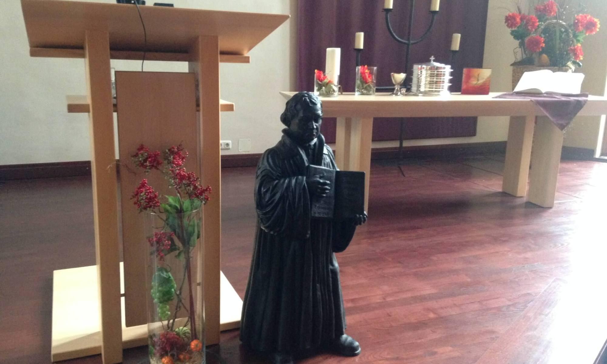 Luther-Statue in der FeG FFB zu einer Predigt zum Refomationstag 2017