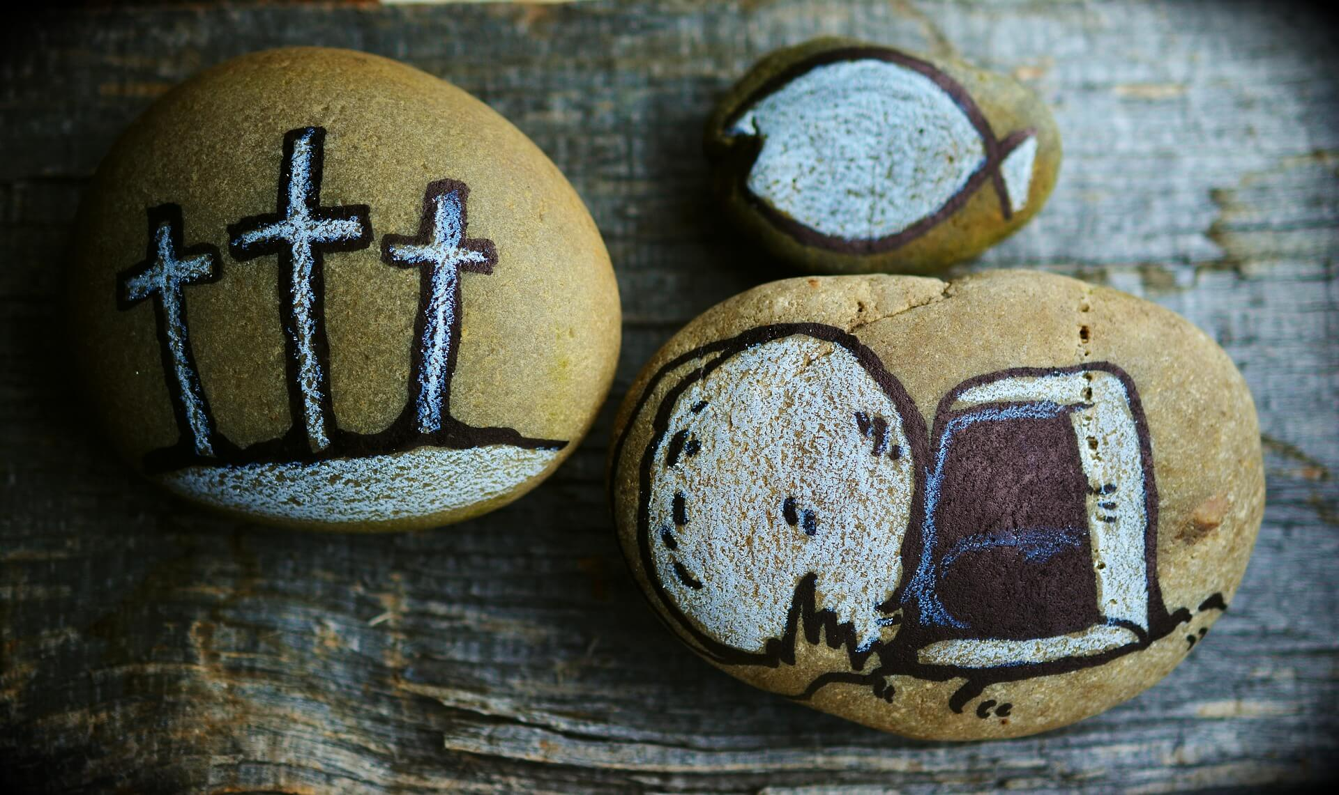 Ostern. Kreuz, leeres Grab und Fisch