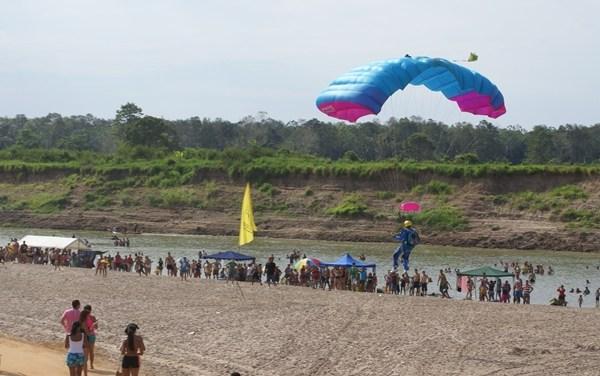 Paraquedismo no Festival do Açaí 2012