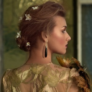 Victorian chic model wearing Fei Liu's limited edition onyx and diamond 18ct yellow gold drop earrings.
