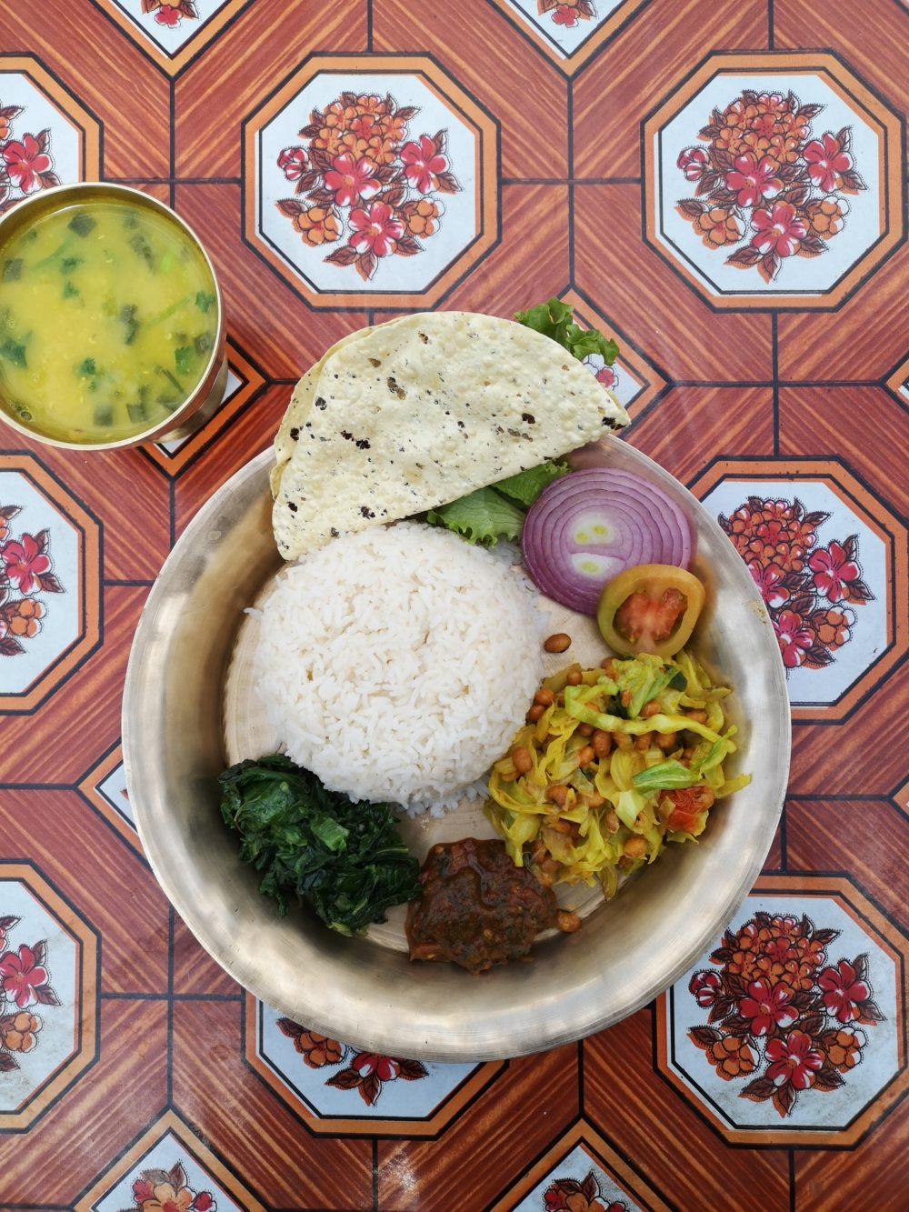 Vegetarisch Essen in Nepal: Dal Baht