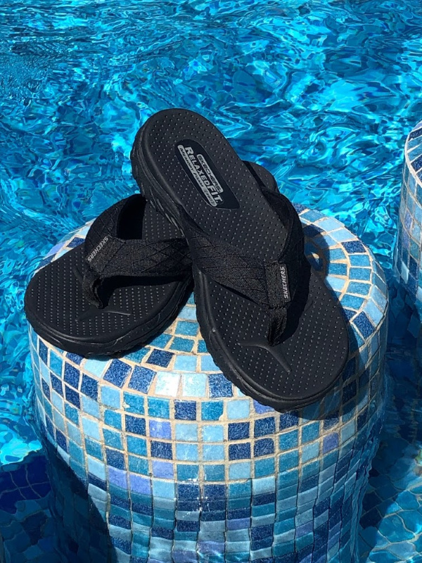 67c3f1ff99b6 Relaxed Fit  Reggae – Naleno   Feel the rhythm of warm weather support and  comfort with the SKECHERS Relaxed Fit  Reggae – Naleno sandal.
