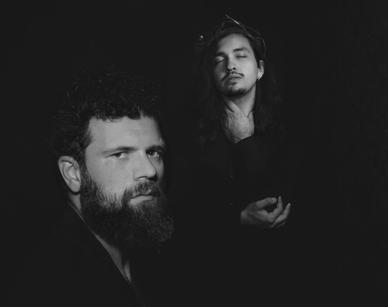 "O duo Wolf Among Us lança o single ""Hollow"""