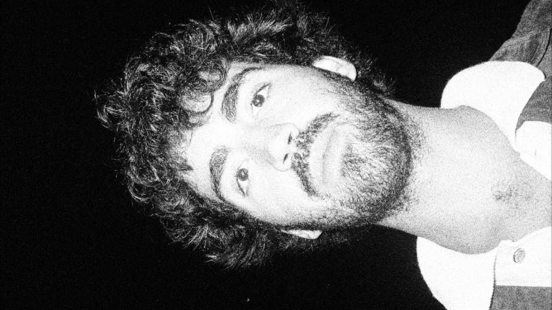 André Pelo Mundo apresenta MPB experimental em álbum de estreia