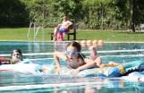 Hindernisschwimmen der Kinder