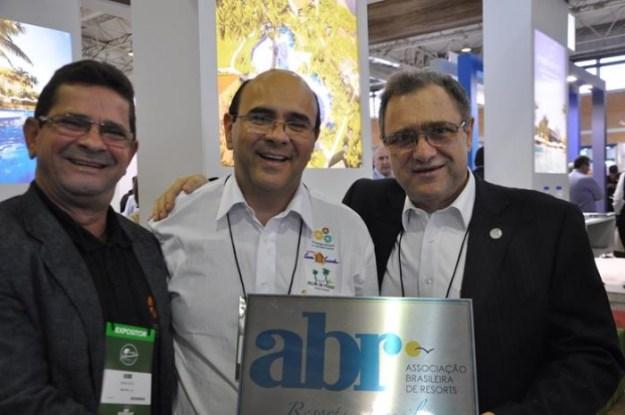 redim-20151106172949_---_assis_e_sergio_paraiso__do_grupo_pratagy__com_luiz_guijarro__presidente_da_resorts_brasil_(copy)