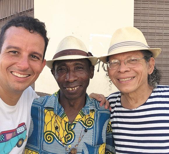 Luciano Gama dividindo a moldura com o Mestre Amaral e César Teixeira, referências da cultura maranhense e que auxiliam o diretor na campanha