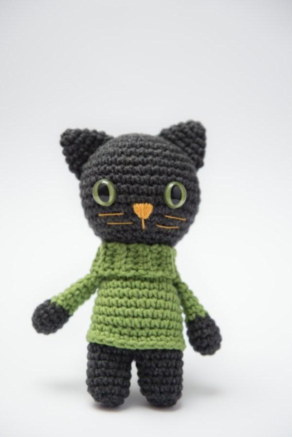maskotka kot kotek czarny w sweterku