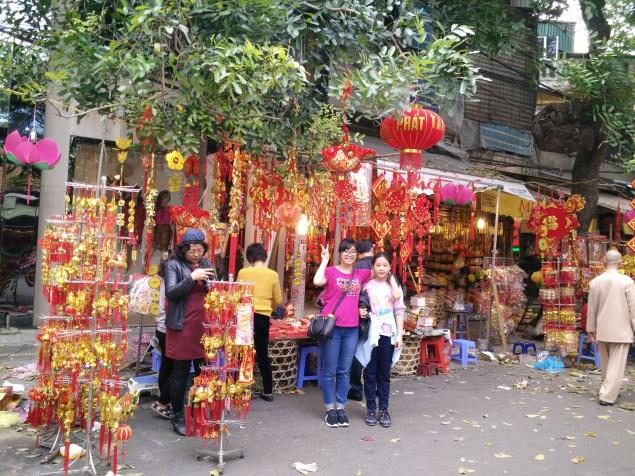 Hang Ma - famous for decorative stuffs (my cousins)