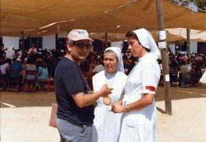 El P. Félix en pleno diálogo con hermanas responsables del Encuentro.