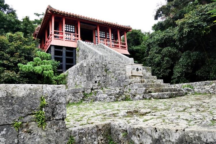 沖繩親子遊 那霸景點~琉球八社之末吉宮 末吉公園裡的古老神社 單軌電車市立病院前站