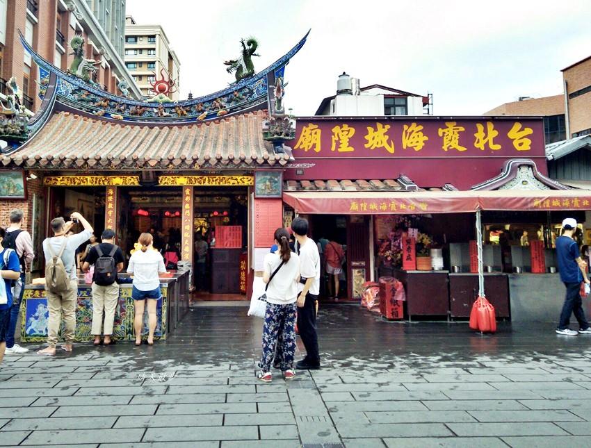 台北景點 台北月老廟~台北霞海城隍廟:逛大稻埕、迪化街 拜月下老人 日本觀光客很多
