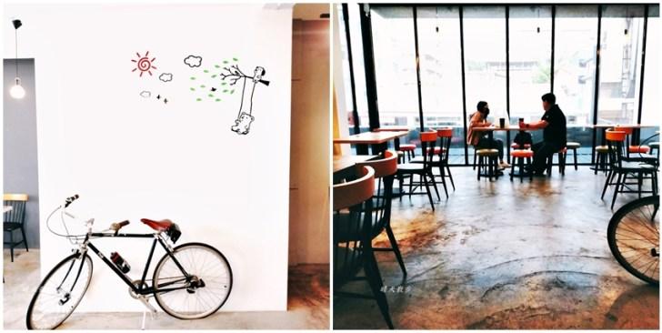 20210415155830 97 - 特色超商|全家便利商店台中新美村店~二樓有咖啡館風格的休憩區