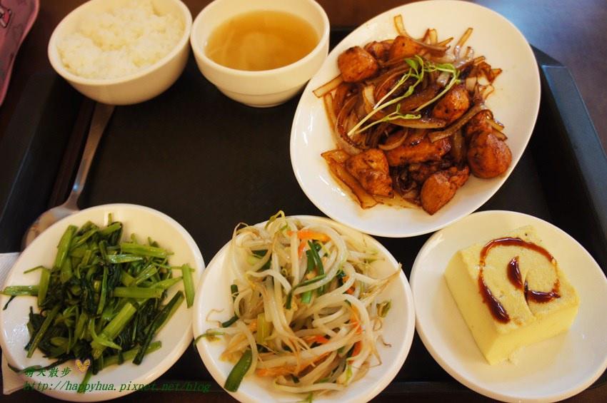 南屯便當 加利利小館~充滿家常味的平價簡餐餐廳 選擇豐富 招牌菜色紅燒獅子頭 晚來吃不到喔