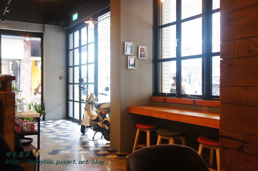 [台中早午餐]西區∥這里Cafe & Restaurant~寬敞舒適義式輕食餐廳,也是親子友善餐廳,二樓有寬敞的兒童遊戲區喔
