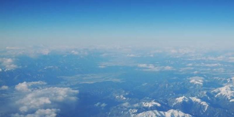 日本自由行 飛機上看到富士山的小確幸 臺灣出發飛成田機場 去程選左排靠窗座位 回程選右排靠窗座位