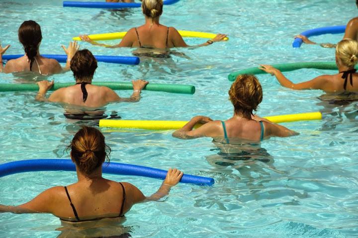ganhe mais saúde praticando hidroginastica