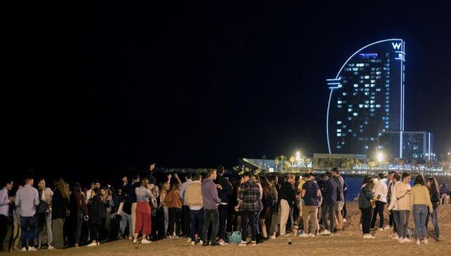 Gente de botellón en Barcelona