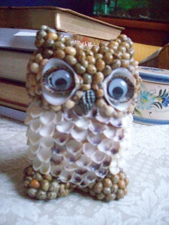 An owl made from sea shells