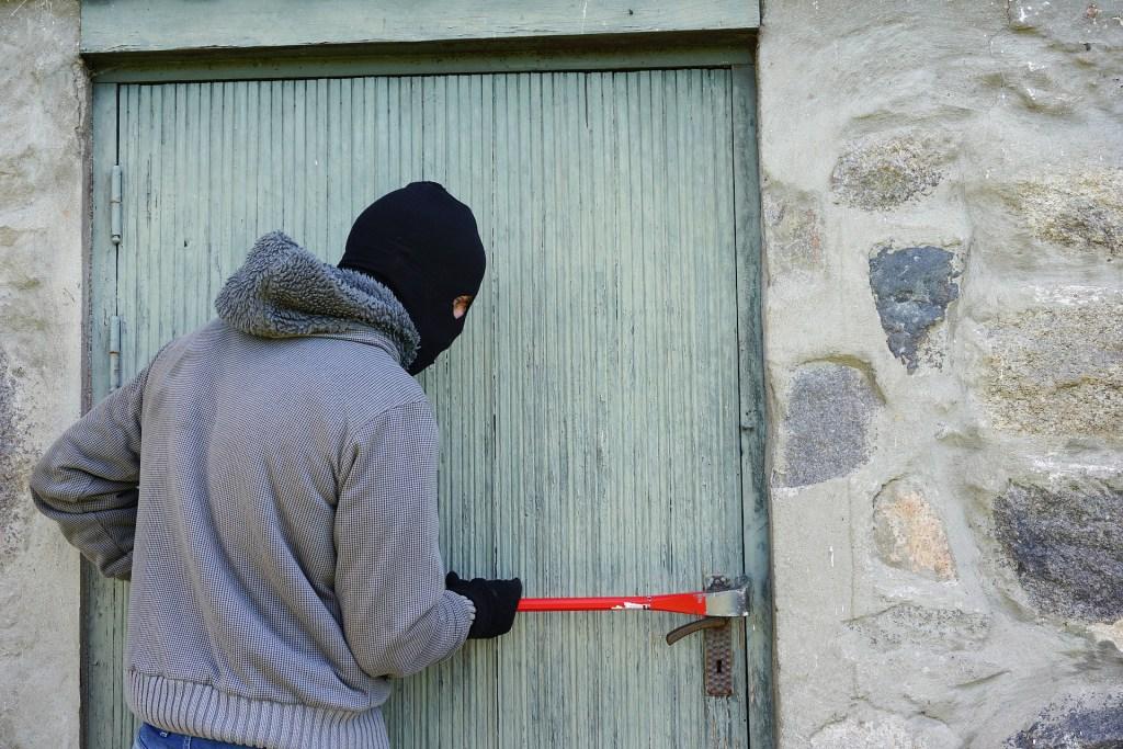 Man attempting burglary