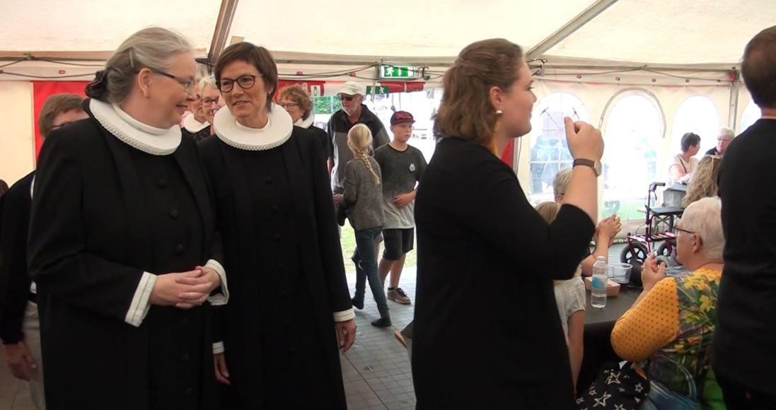 Indsættelse af den nye sognepræst Theresia Treschow-Kühl ved gospelgudstjenesten. Foto: Kai Eskildsen Møller