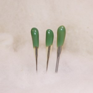 Green Reverse Felting Needles Combo Pack includes 2 single point and 1 double point Felt Alive Color-Coded Felting Needles