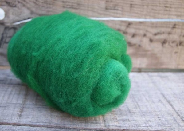 Kettle Dyed Needle Felting Wool Emerald Green 1 Ounce Batt