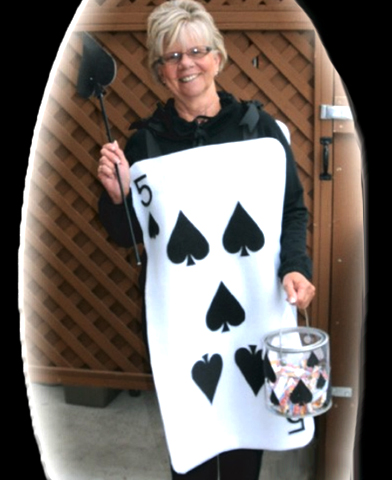 Felt Halloween Playing Card Costume (FREE pattern)