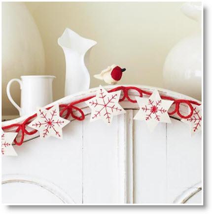 Sew a felt snowflake Christmas garland: free sewing pattern