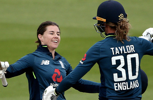 Tammy Beaumont and Sarah Taylor. Pic Credits: Getty Images