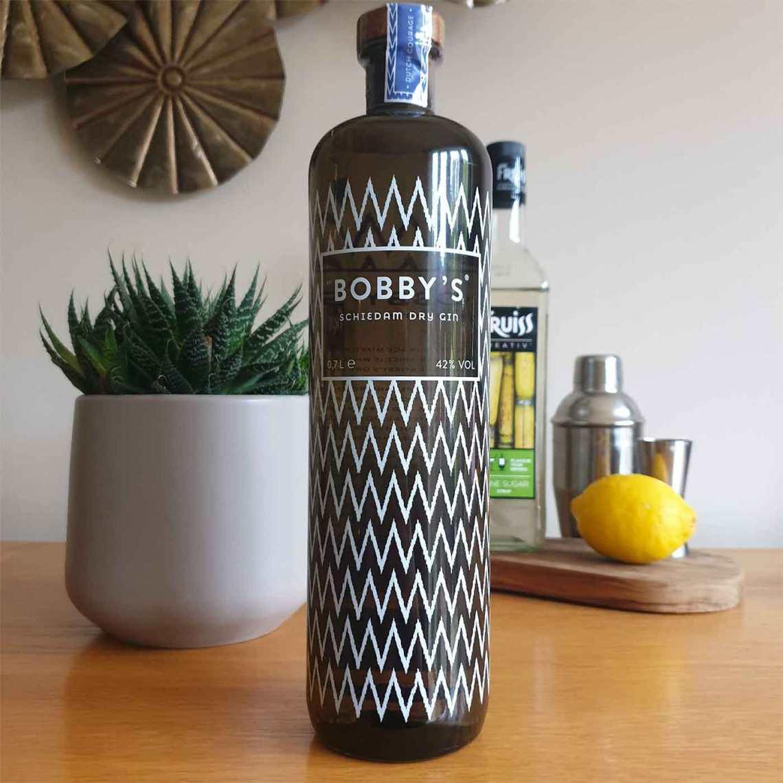 French 75 with Bobby's Schiedam Dry Gin - Female Original