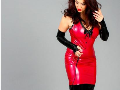 Curvy girl in Latex