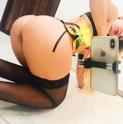 selfie girls nude
