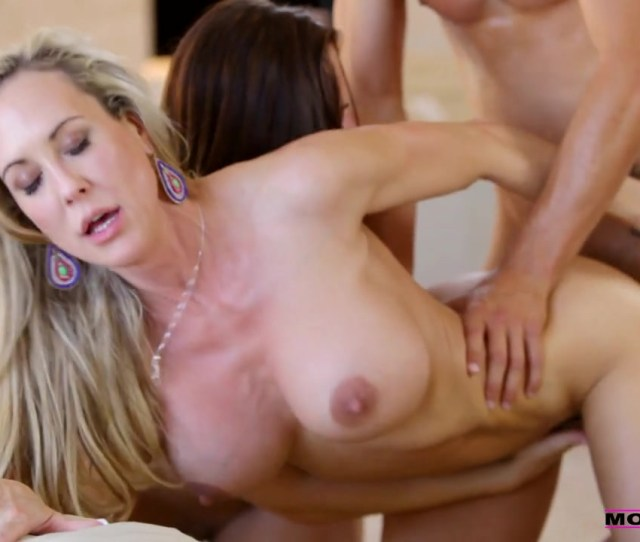 Active Mom Teaches Porn And Shows Her Daughter The Best Positions For Hardcore Fucking