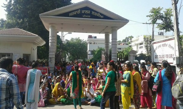 All power to the independent struggle of women students against the shackles and cages that bind us! ?#?pinjratod? ?#?Patiala?