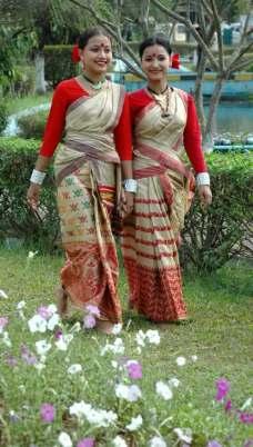 young women wearing the tradtitional Bihu costume
