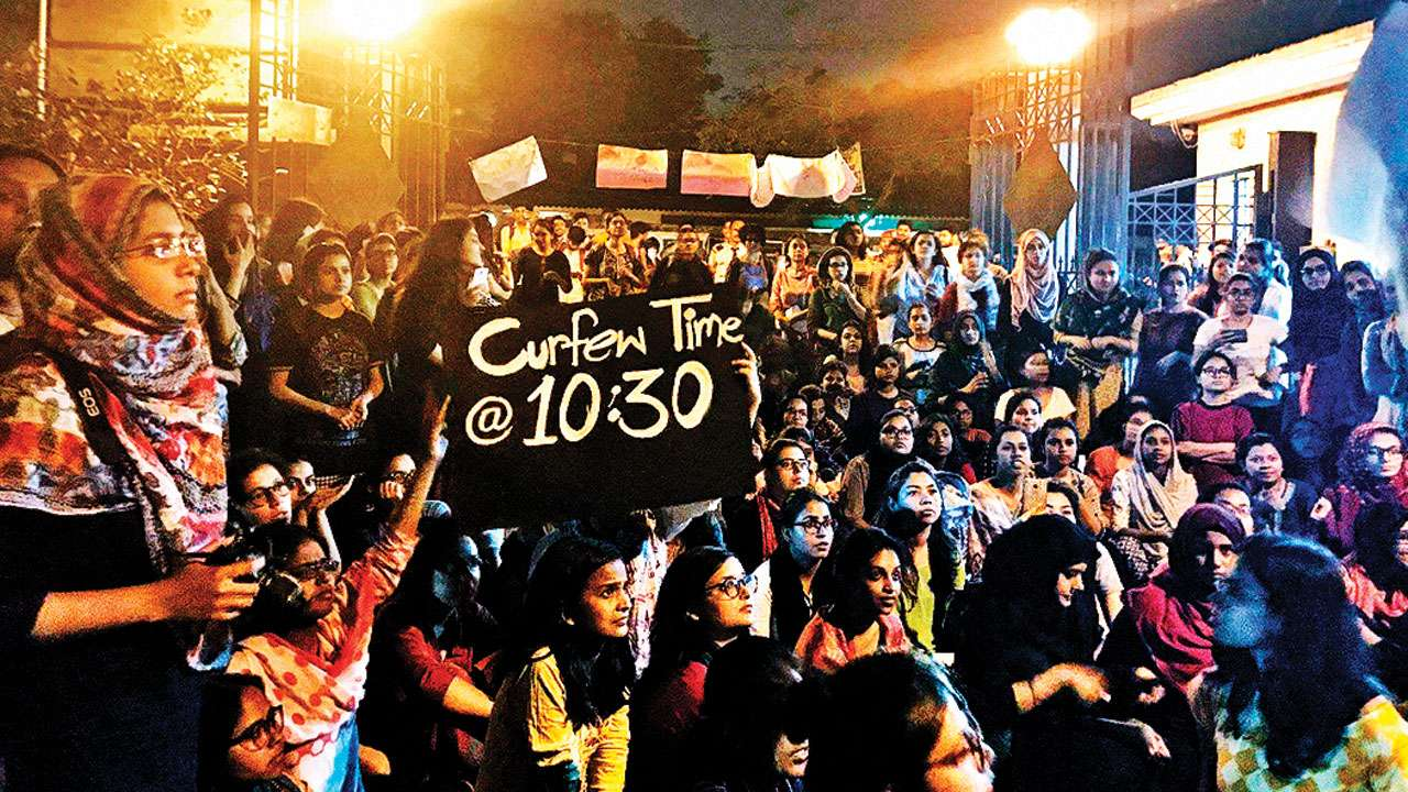 Women Students Return To Jamia Millia Islamia Ready To Rage | #JamiaWomenFightBack
