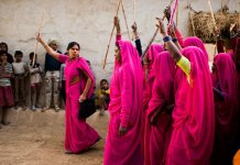 gulabi gang members with lathis